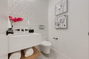 2949 Toronto Cres Bathroom