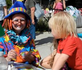 Another costumed participant (photo by Jorge Schönherr)