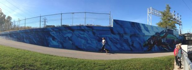 Panorama of that mural wall... with a runner!!