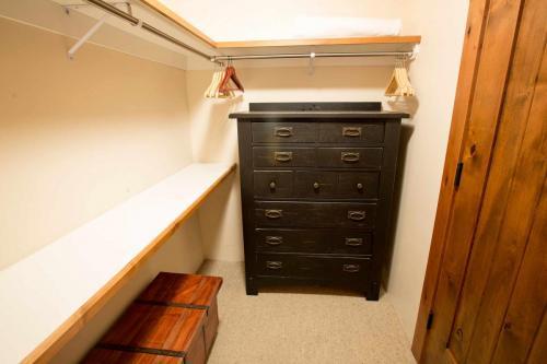 A103-closet