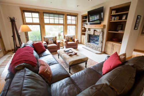 A103-living-room-2