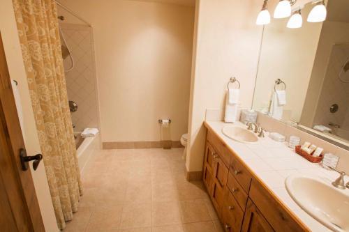 A206-third-bathroom