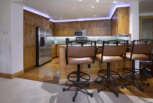 A-208 Westwall 06 kitchen