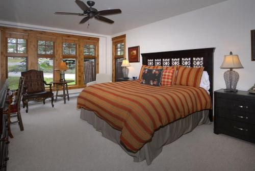 A-208 Westwall 09 master bed