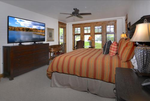 A-208 Westwall 10 master bed