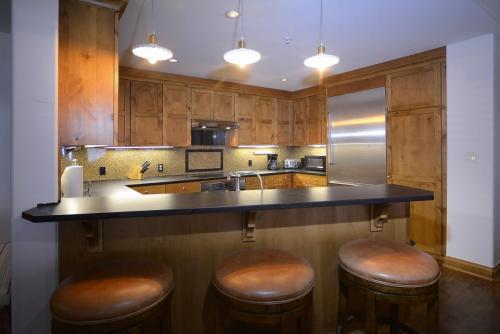 A-303 Westwall 13 kitchen