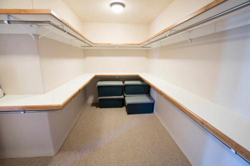 A304-closet
