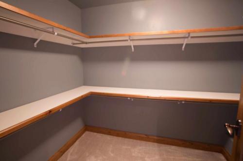 A306-closet