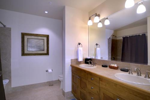 A306 Westwall 18 guest bath 2