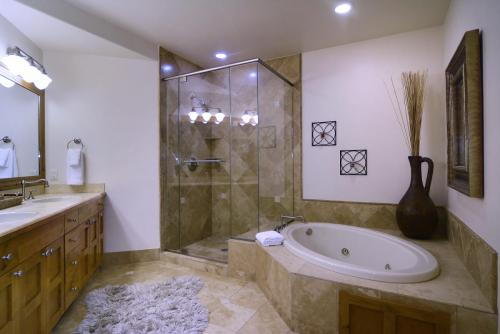 A-406 Westwall 20 master bath