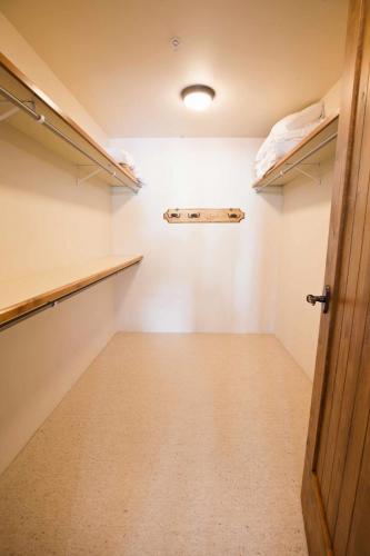 B202-closet