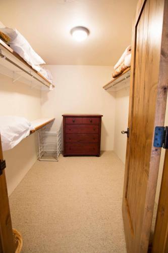 C102-closet