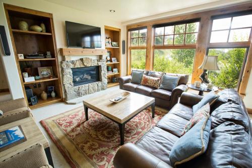 C102-living-room-1