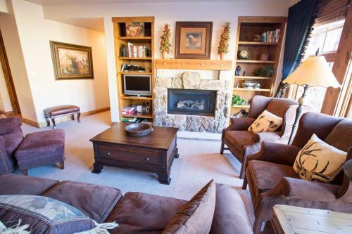 C103-living-room