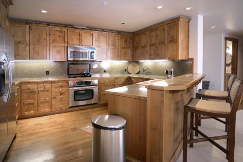 C-202 Westwall 14 kitchen