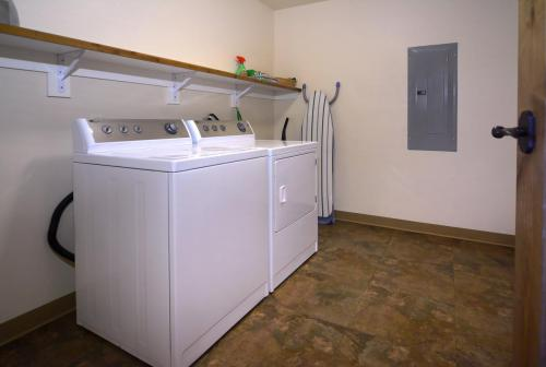 C-202 Westwall 16 laundry room