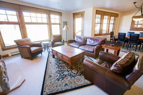C203-living-room