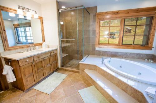 C205-master-bathroom