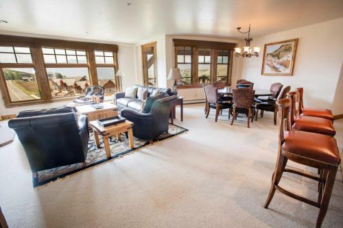 C302-living-room