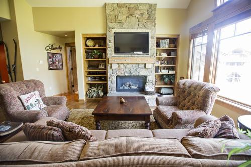 2- C303 living room