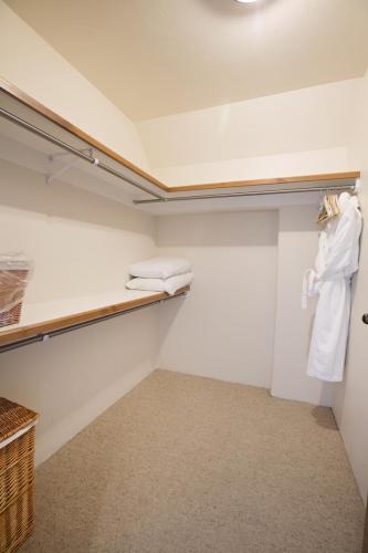 C401 closet
