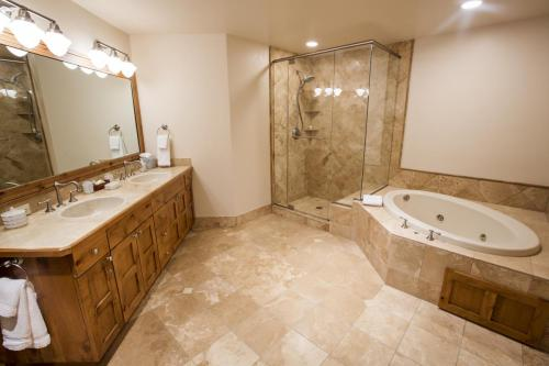 5- A206 master bathroom