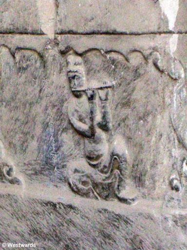 20060619 Longmen 1628 Apsara