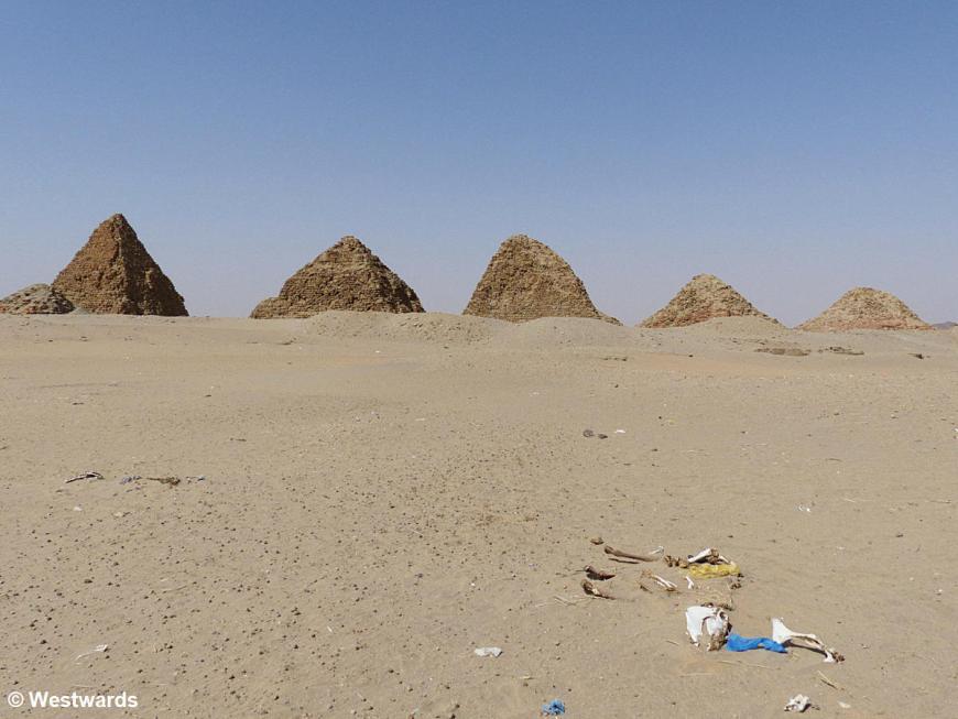 20161115 Nuri  pyramids P1360556