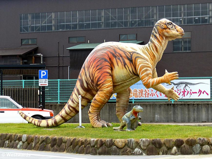 20170629 Katsuyama Bahnhof Dinosaurier P1430789