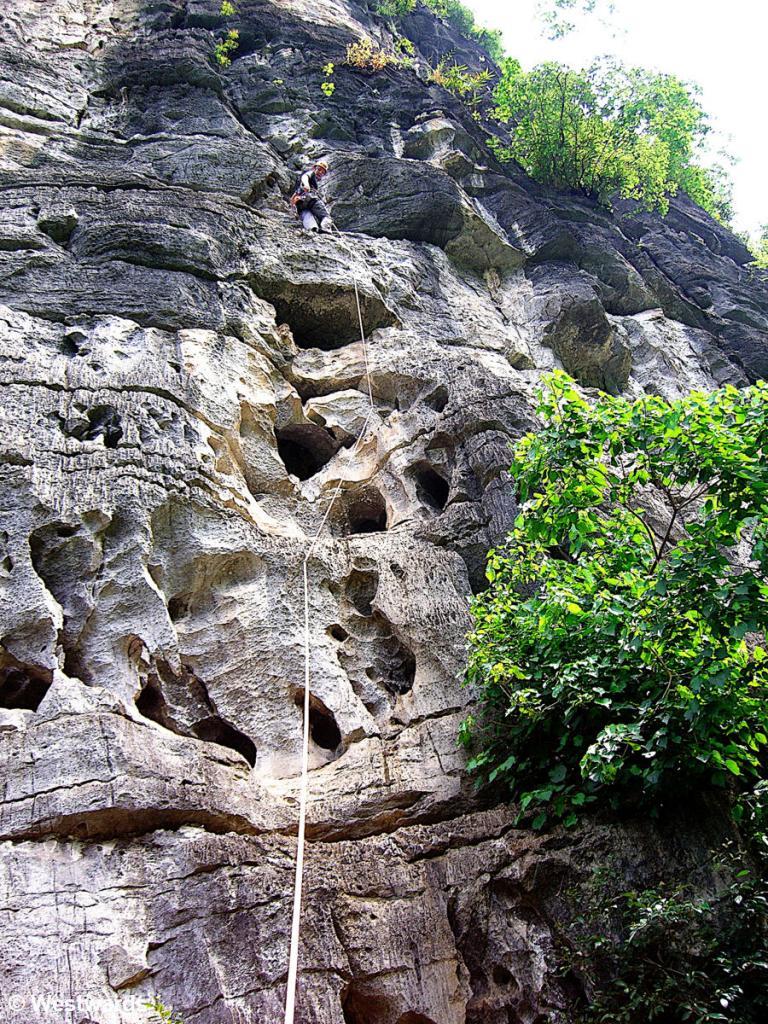 Isa climbing in Yangshuo, sector Winebottle