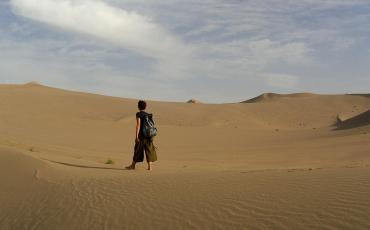 Natascha in the Taklamakan desert near Dunhuang