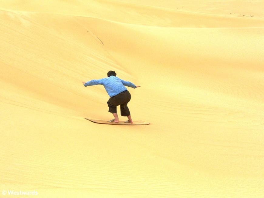 20070330 Siwa Great Sand Sea Sandboard Isa1