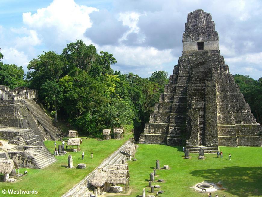 20071129 Tikal view from temploII on temploI 1580