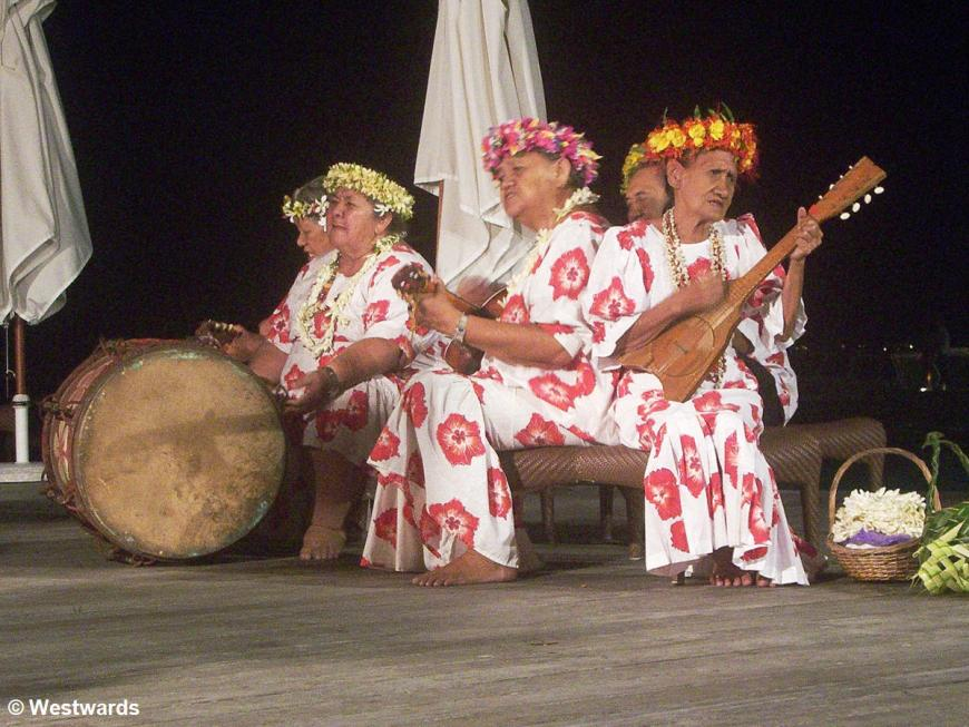 Mama Show in the Sofitel on Bora Bora - not only for guests but also for backpackers like us ...