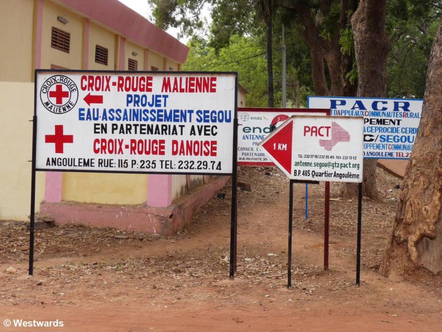20081219 Segou NGO signs 1010788