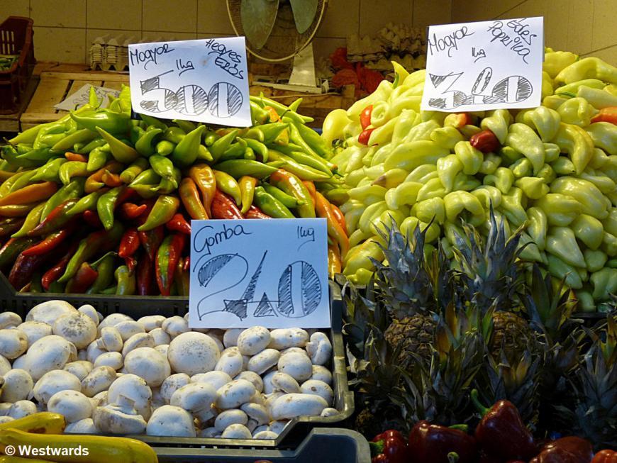20120605 Budapest Markthalle vegetable P1350290