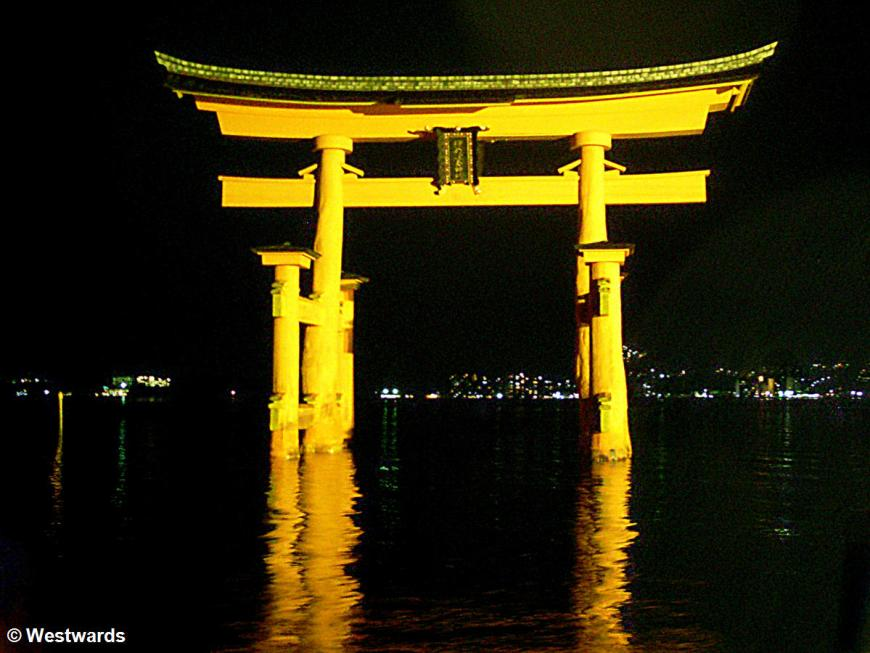 20130327 Miyajima torii SL371175