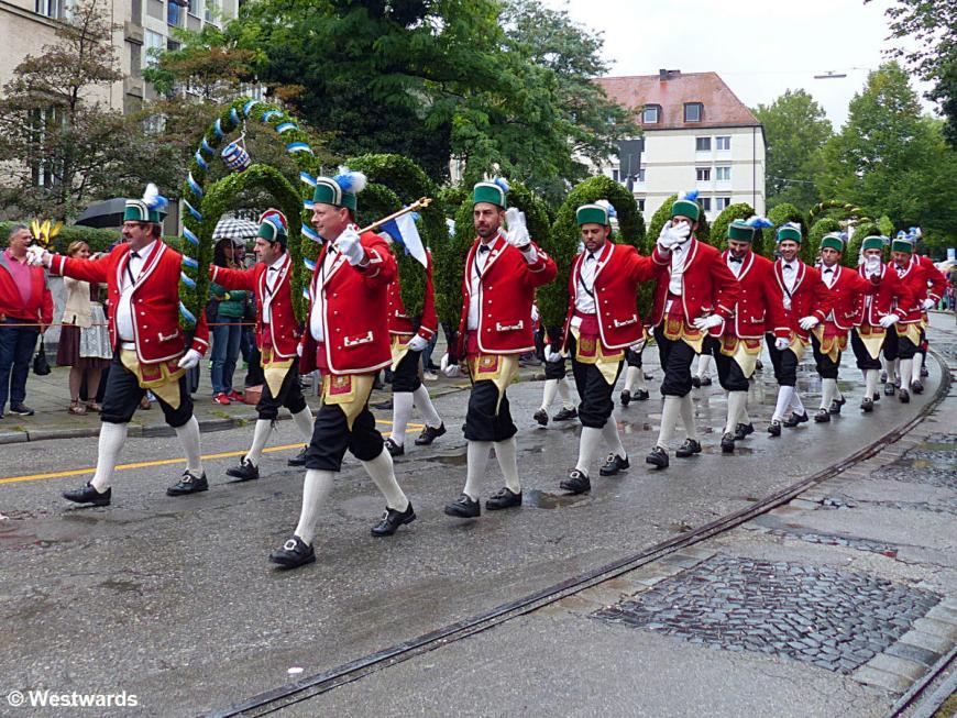 costumend Schaeffler during the Wiesneinzug procession
