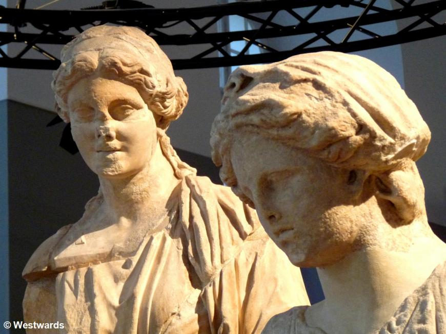 Statues in the Pergamon exhibition