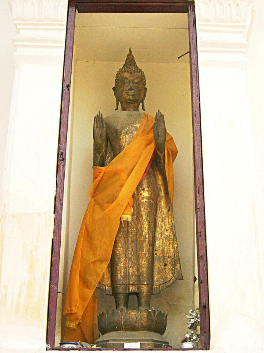 Standing buddha at Wat Na Phra Meru in Ayutthaya
