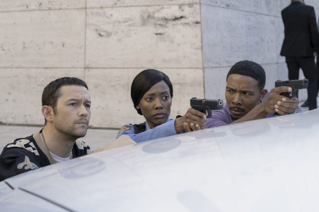 PROJECT POWER (L to R) JOSEPH GORDON-LEVITT as FRANK and ANDRENE WARD-HAMMOND as IRENE in PROJECT POWER Cr. SKIP BOLEN/NETFLIX © 2020