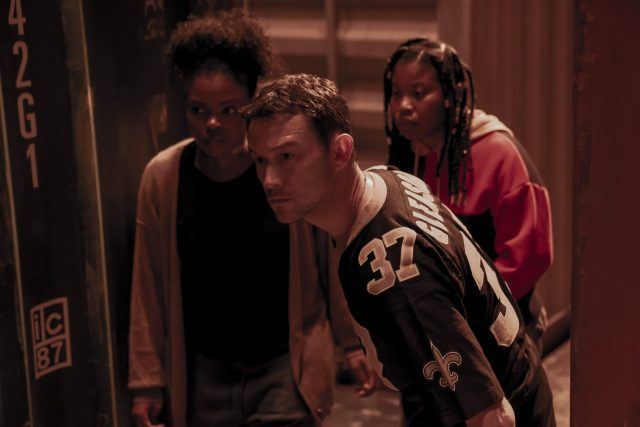 PROJECT POWER (L to R) SIENNA JEFFRIES AS LOOPER, JOSEPH GORDON-LEVITT as FRANK and DOMINIQUE FISHBACK as ROBIN in PROJECT POWER Cr. SKIP BOLEN/NETFLIX © 2020