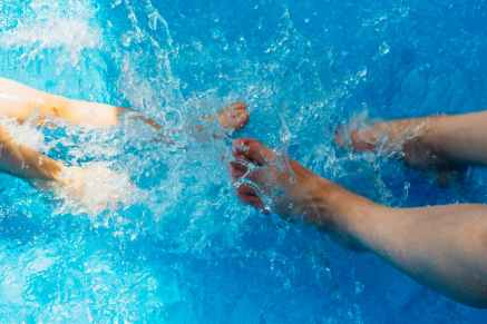 pool water splash feet