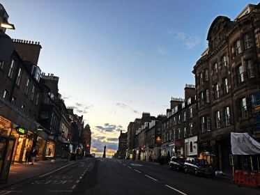5 Must-See Places in Edinburgh: Where to ROAM
