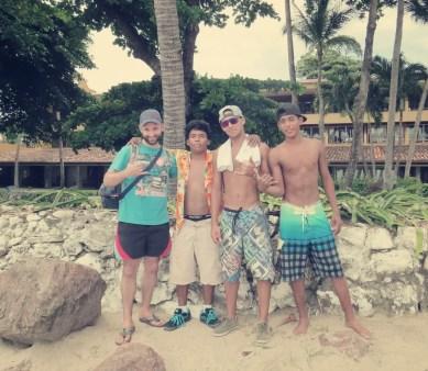 Martin mit Haido, Christopher & Oscar. Die beiden in der MItte haben wir auf der Fahrt von Liberia nach Tamarindo kennengelernt.