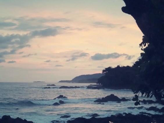 Playa Montezuma in der Abenddämmerung