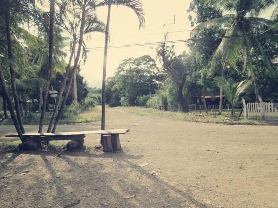 Warten auf den Bus nach Montezuma