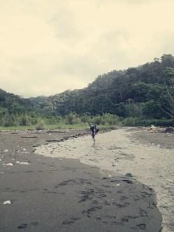 Die erste Flussüberquerung schon gleich in Carate