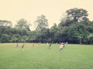Dschungel Fußball im Regen