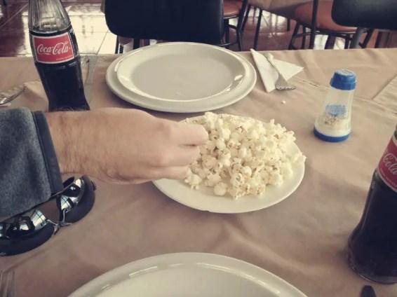 Zum Mittag wird immer Popcorn (Canguil) gereicht